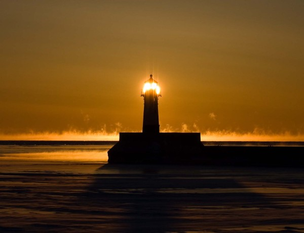 canal-park-lighthouse-close-up-low-res